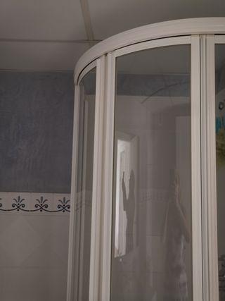 mampara baño blanca y cristal