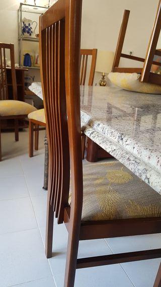 Mesa de granito con estructura de metal