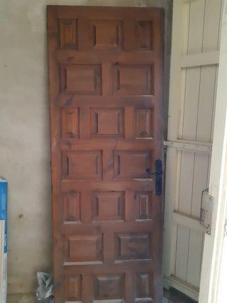 Puertas de madera maciza estilo castellano. URGE