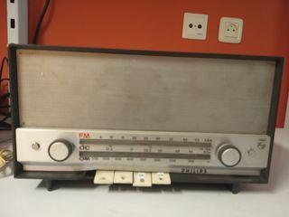 Radio antigua a válvulas Philips