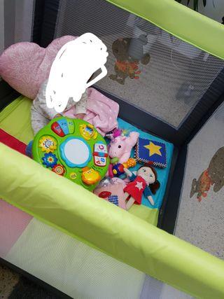 parque cuadrado para jugar o dormir