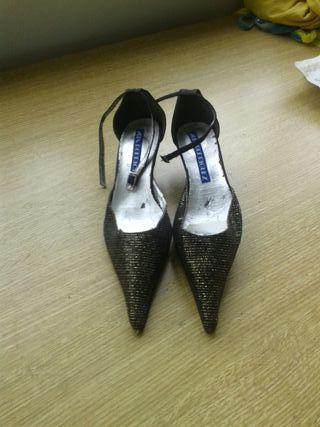 Zapatos vintage fiesta negros y dorados