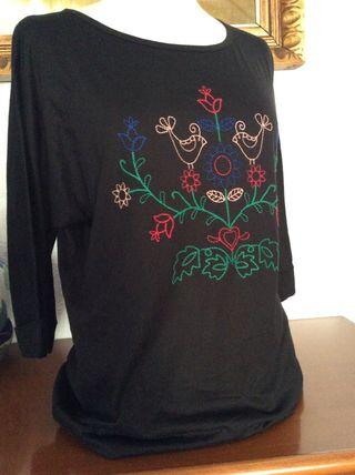 Camiseta dibujo bordado talla L