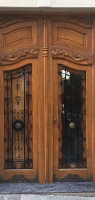 Puertas de madera de mobila antigua.
