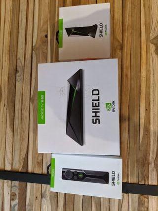 Nvidia Shield TV 16Go + 64Go micro SD + Mando