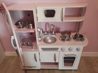 Cocina de madera vintage rosa