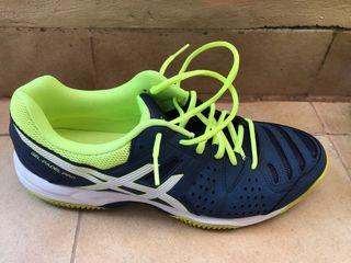 Zapatillas padel ASICS Gel padel Pro.