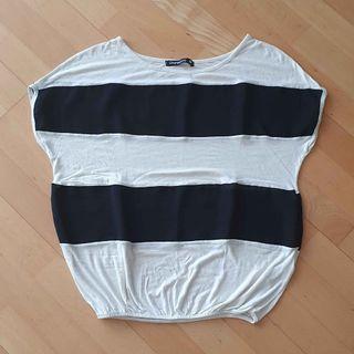 Camiseta ancha blanca y negra talla L