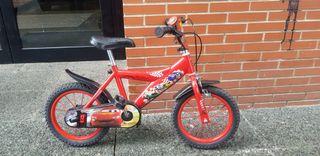 """bicicleta 12"""" McQueen con ruedines"""