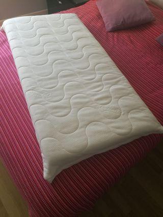 Colchón con funda para cuna