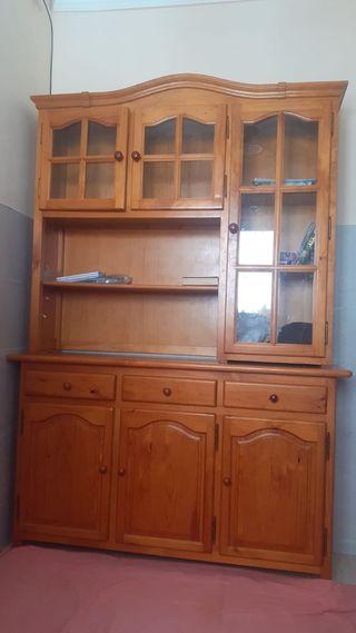 vitrina de madera en buen estado