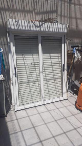 ventana y su persiana