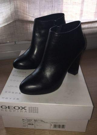Botines Geox 38,5 negros de piel