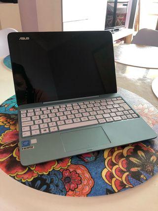Ordenador tablet Asus T100 prácticamente nuevo