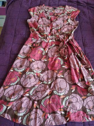 Vestido de flores con lazo. H&M. Talla 38