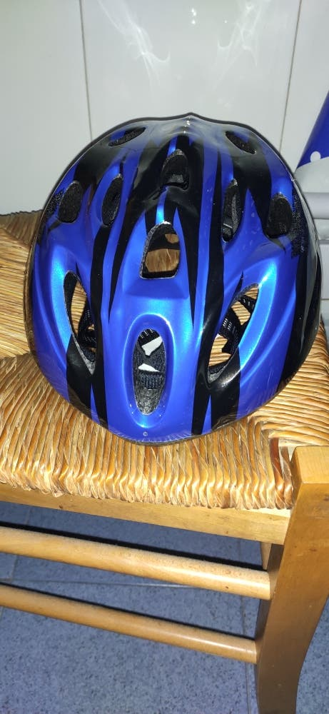 Casco de bici azul (Nuevo a estrenar)