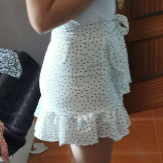 falda blanca con flecos
