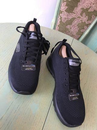 Skechers negras talla 42