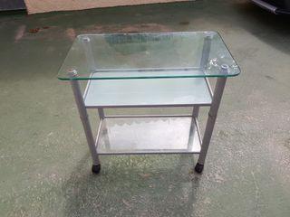 Mesa de cristal auxiliar con ruedas