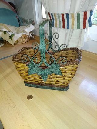 cesta mimbre y forja
