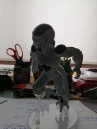 1 Figura de Freezer+1 Figura de Kirishima