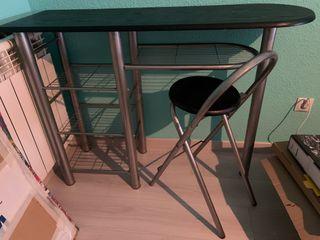 Mesa auxiliar cocina con silla