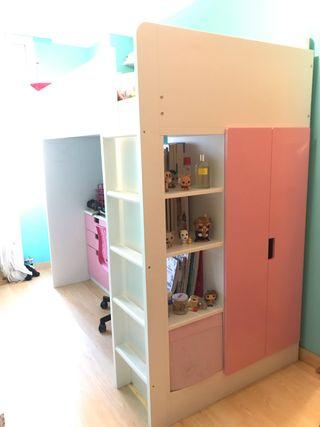 Mueble cama alta, armario y escritorio.
