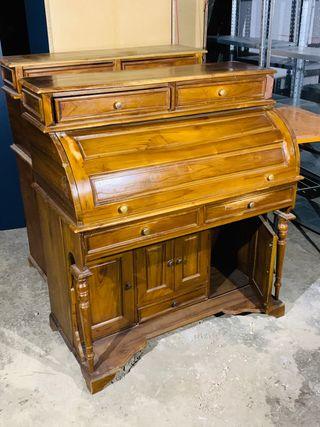 Buró, escritorio colonial en madera.