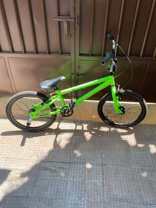 """Bicicleta BMX 20"""" Megamo"""