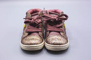Zapatillas con brillitos modernos