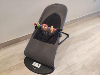 Hamaca bebé Babybjorn + Juguete