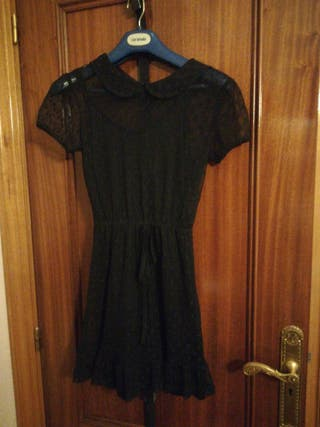 vestido negro con topos