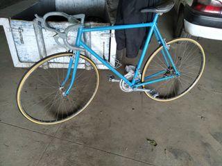 bicicleta antigua de carretera Orbea tien 40 años