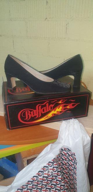 Zapatos salón negro