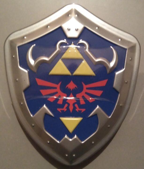 Zelda latita con forma del escudo de Link
