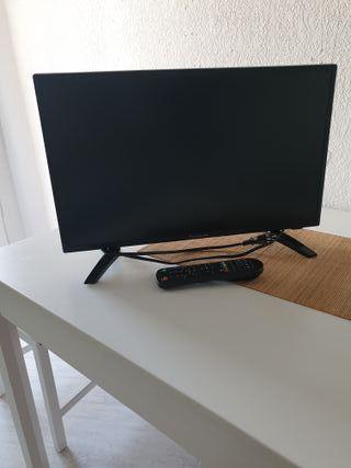 TV pequeña. 50cm ancho x 30cm alto