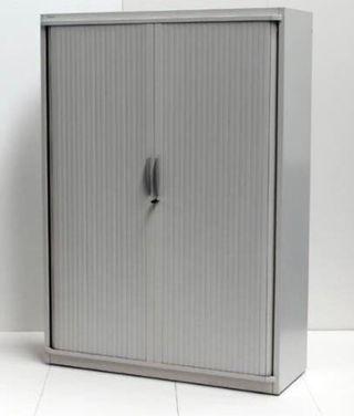Armarios metálicos con baldas y cerradura