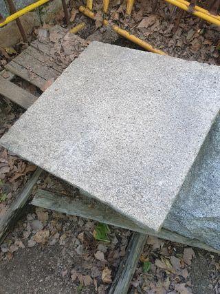 mesa de granito labrada a mano