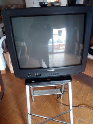 TELEVISION 16 PULGADAS + TDT + MANDOS