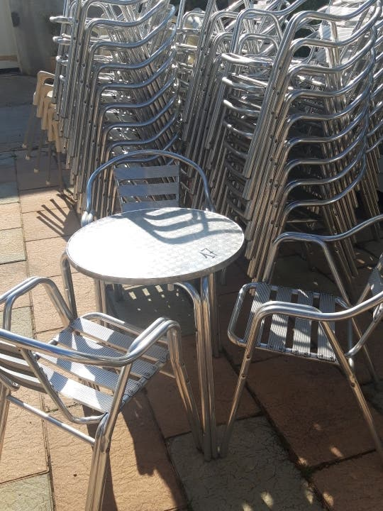 sillas aluminio y mesas aluminio redondas
