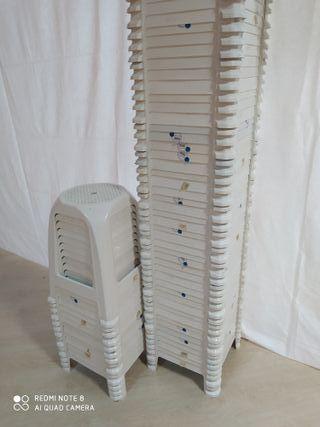 Bancos de plástico blanco (65x)