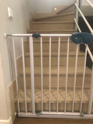 Valla o barrera de seguridad escaleras