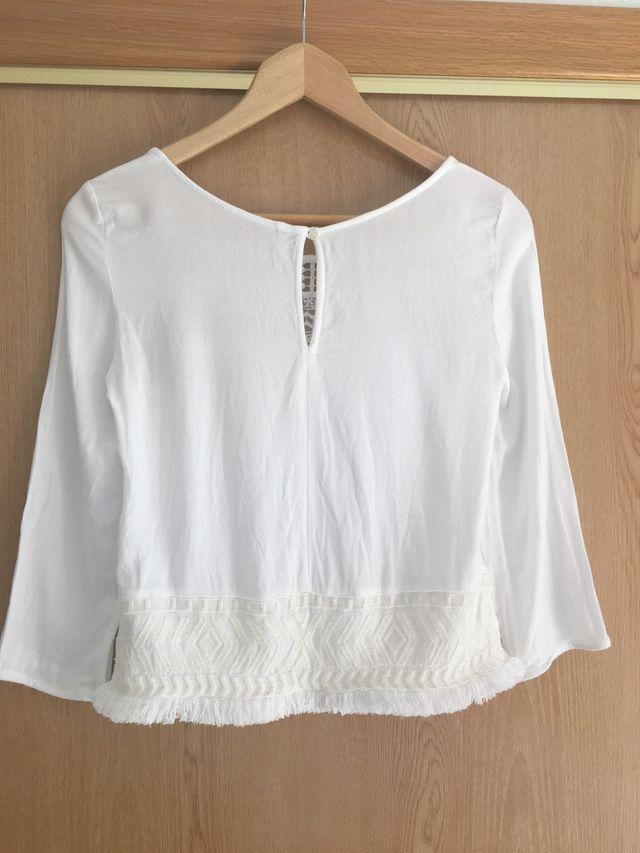 Camiseta blanca estilo ibicenco