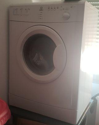 secadora indesit.6 kilos de carga de ropa