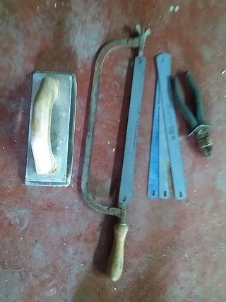 sierra de metal, con tres repuestos y otros