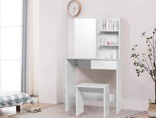 table de maquillage en bois blanc
