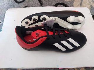 botas de fútbol Adidas nuevas