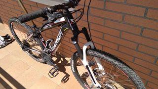 Bicicleta Merida + hinchador y soporte