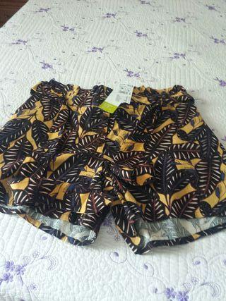 pantalón mujer con etiqueta