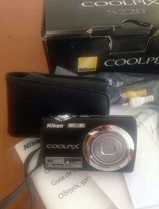 Camara Nikon negra